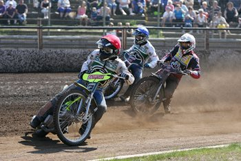 Lasse Bjerre leads Shane Parker and Morten Risager